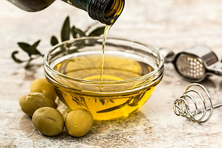 round clear glass bowl with olive oil