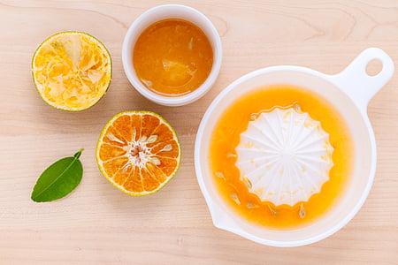 citrus press with bowl