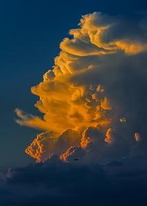 sun light reflecting cloud