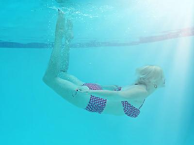 woman wearing black-and-white polka-dot bikini underwater