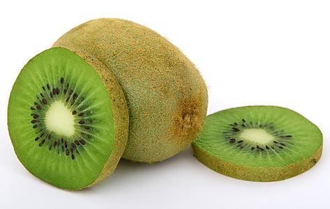 sliced and unsliced kiwi fruits