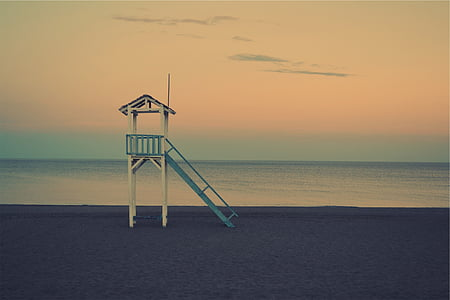 white and blue wooden lifeguard tower