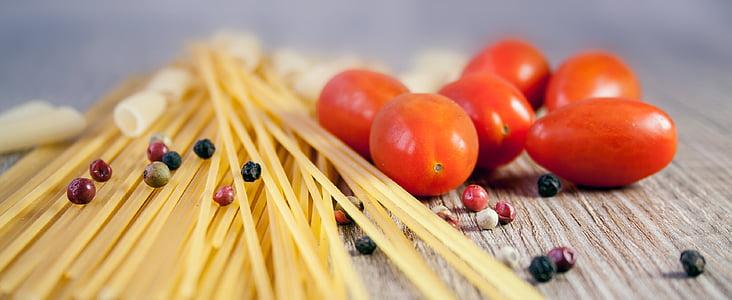 closeup photo of tomatoes