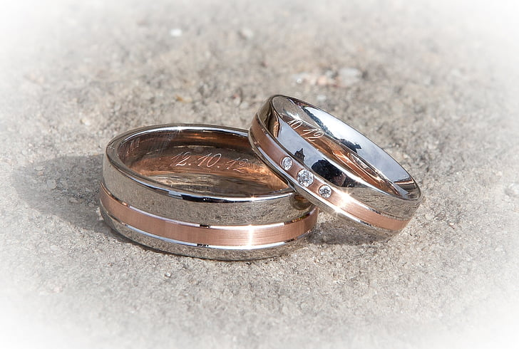 silver-colored bridal ring set