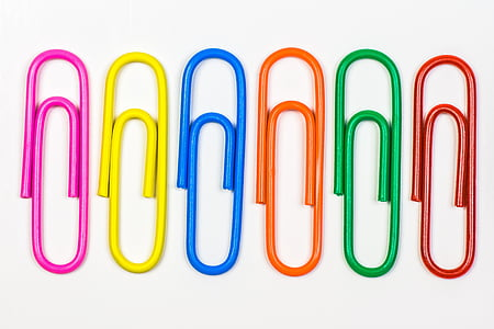 closeup photo of six paper clips