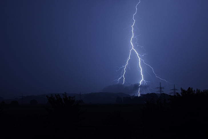 Royalty-Free photo: Bolt of lightning   PickPik