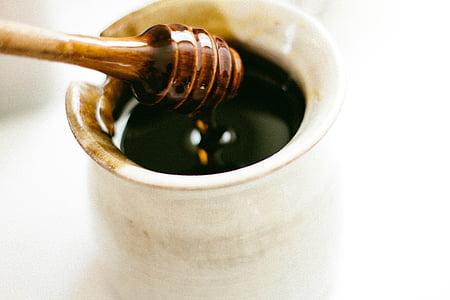 close up photo of honey dipper