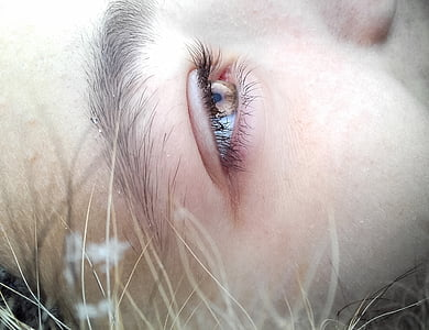 close up photography of eye