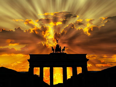 crepuscular rays hitting structure with chariot statue
