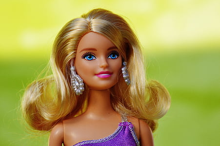 closeup photo of blonde Barbie doll