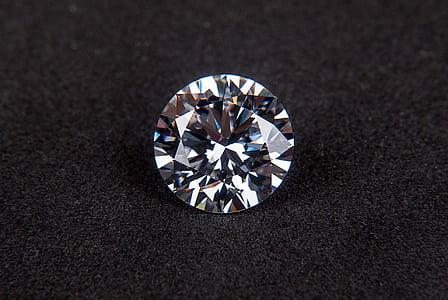 photo of round-cut clear gemstone