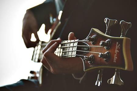 peson player Schecter four string bass