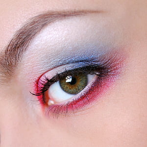 close up photography of woman's eye with eyes hadow makeup