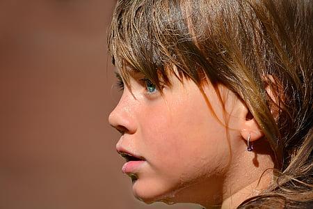 girl's wearing hoop earrings