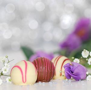 round brown and white chocolate and milk desserts