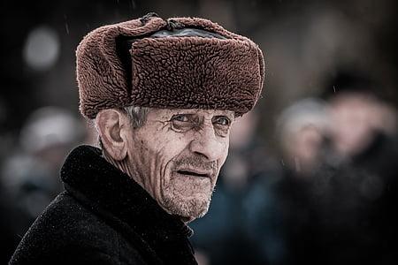 men's brown cap