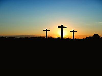 The Three Crosses over the horizon