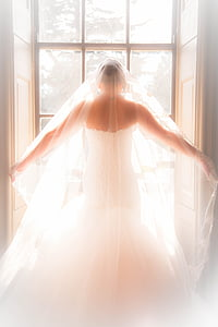 women's white lace wedding dress