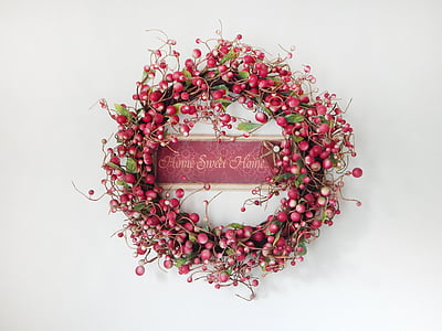 round red and green Home Sweet Home wreath