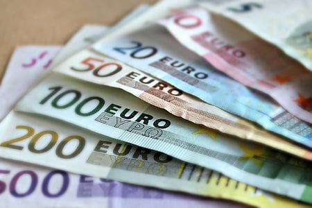 10, 20, 100, 200, and 500 Euro banknotes