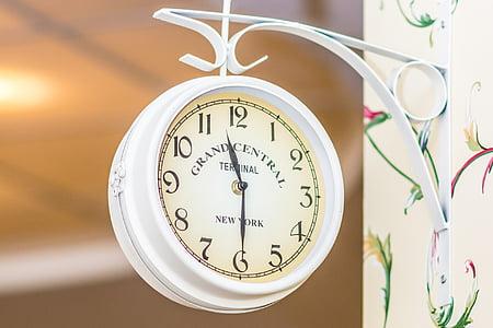 analog clock at 11:30