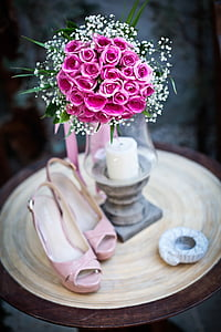 shallow focus photography of pink rose bouquet