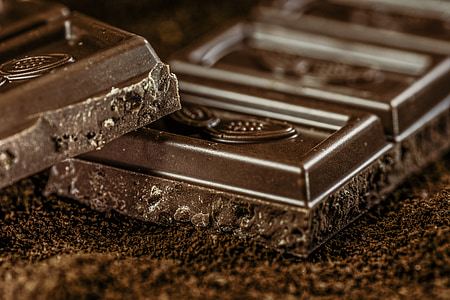 shallow focus photography of black chocolate