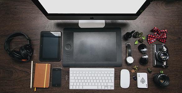 Apple Magic Mouse beside Apple Magic Keyboard
