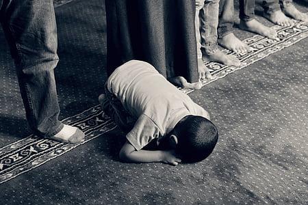 boy in t-shirt praying