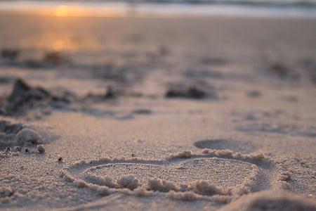 heart-shape sand form