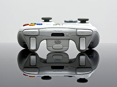 gray Microsoft Xbox 360 controller